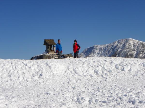 山頂で山完さんと.JPG