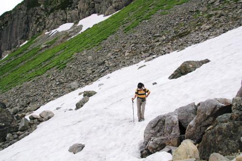 雪渓を渡る・ブログ.jpg